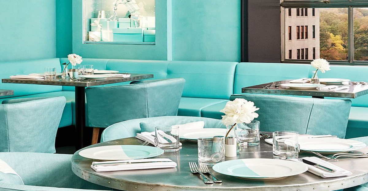 tiffany 39 s new cafe will let you channel your inner audrey. Black Bedroom Furniture Sets. Home Design Ideas